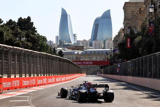 Valtteri Bottas ei saanut Mersuaan vauhtiin Bakun katuradalla.