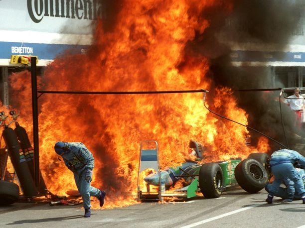 Tulipalo pääsi syttymään, kun Benetton oli poistanut polttoaineventtiilistä polttoaineen virtausta rajoittavan suodattimen. Venttiiliin pääsi roska, joka esti sen sulkeutumisen. Talli selvisi kuin ihmeen kaupalla ilman rangaistusta.