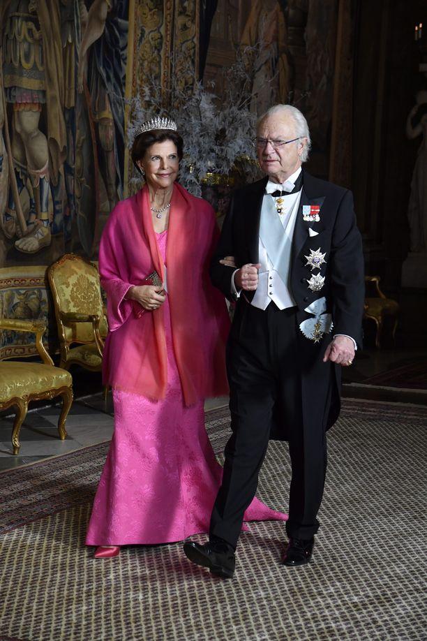 Kuningas kutsuu perinteisesti Nobel-palkitut kanssaan syömään.