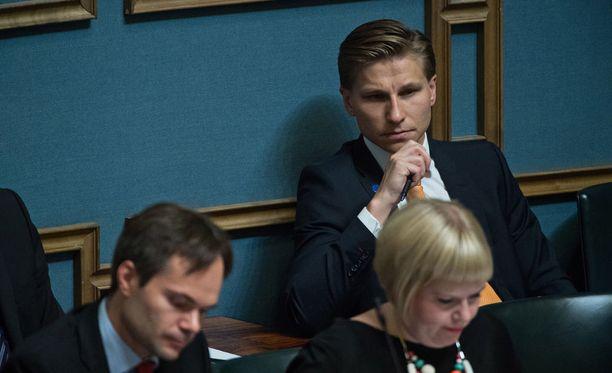Oikeusministeri Antti Häkkänen kritisoi kannanotossaan niin kotimaisia poliitikkoja kuin suurvaltajohtajia.
