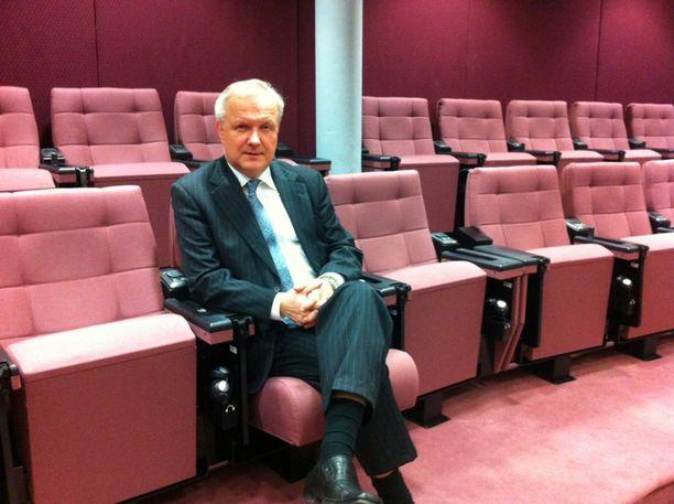 Talouskomissaari, eurovaaliehdokas Olli Rehn tapasi suomalaistoimittajia Brysselissä.