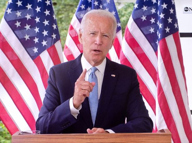 Presidenttiehdokas Joe Biden haastaa Donald Trumpin tuomitsemaan niin vasemmiston kuin oikeistonkin väkivallan.