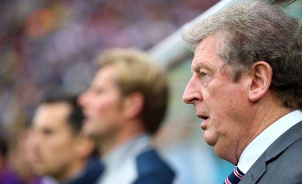 Roy Hodgson seisoo päätöstensä takana.