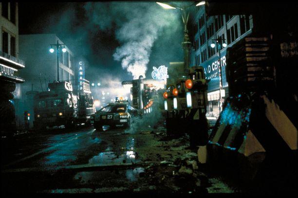 Blade Runnerin estetiikka on synkkää ja sekavaa future noiria.