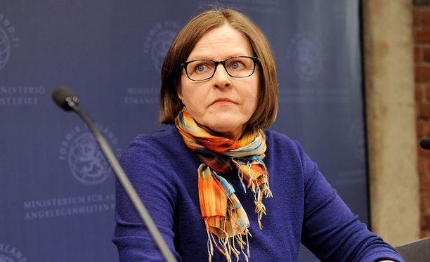 Heidi Hautala ei aio luopua ministerin tehtävistään kohun vuoksi.