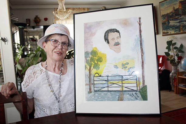 Aira Wallin maalasi edesmenneen poikansa kuvan helpottaakseen surua. Voimaa elämään hän ammentaa lapsistaan, lapsenlapsistaan ja lapsenlapsenlapsistaan.