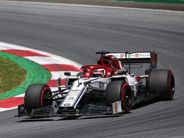 Kimi Räikkösen ensimmäinen harjoitus Silverstonessa jäi kesken.