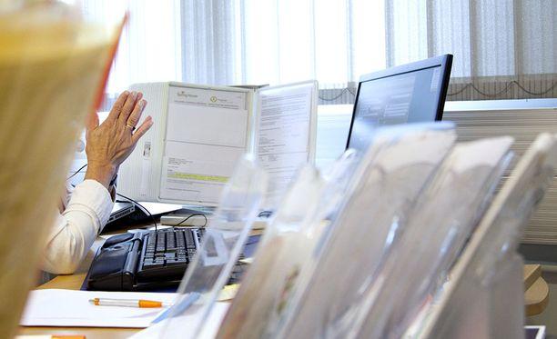 Pirkanmaan TE-toimisto arvioi, että omatoimisen työnhaun mallin seurauksena viranomaiset kuormittuvat ja byrokratia lisääntyy asiakkaankin näkökulmasta.