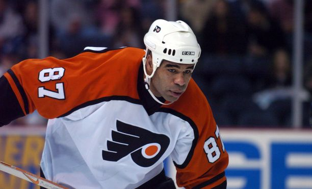 Donald Brashear on NHL:n kaikkien aikojen jäähypörssin 15:s.