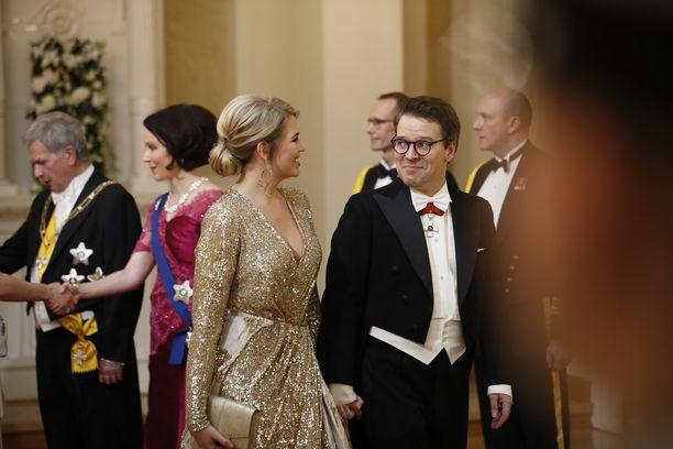 Katri Niskasen puku kimmelsi kauniisti valojen alla.
