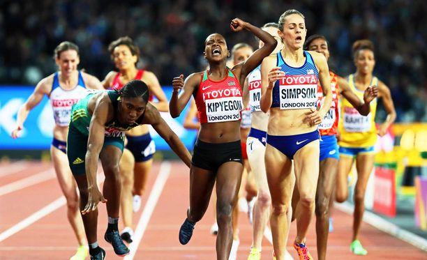 Naisten 1 500 metrin juoksu päättyi jännittävään loppukiriin.