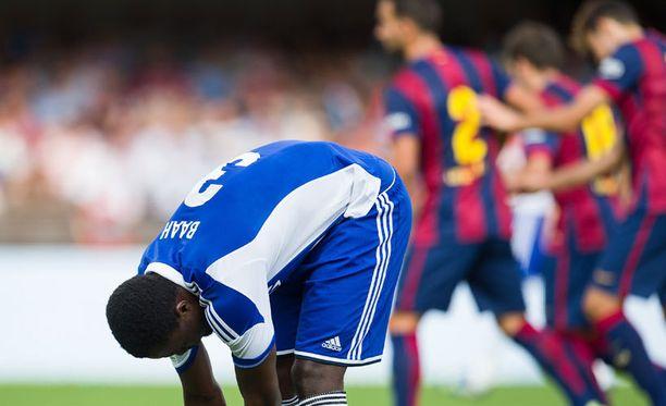Gideon Baah laittoi kiristi kengännauhat sillä välin, kun Barcelona juhli maalia.