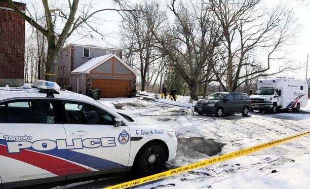 Poliisit ovat tehneet etsintöjä McArthurin hoitamissa puutarhoissa.