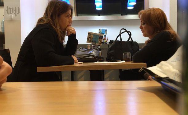 Washington Post videoi viimeisen haastattelun. Toimittaja vasemmalla, valehdellut nainen oikealla.