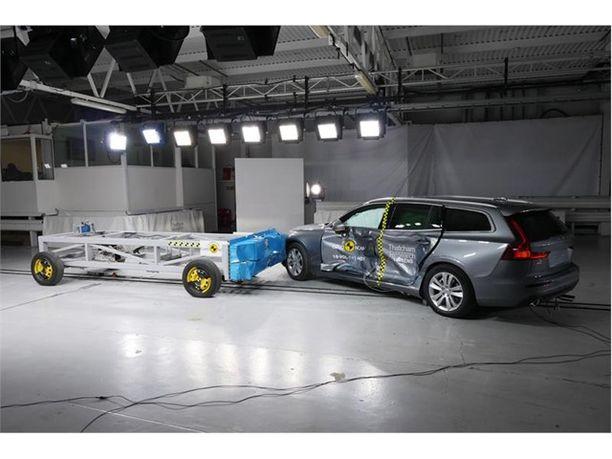 Volvo V60 ja S60 olivat törmäystestin parhaimmistoa nekin.