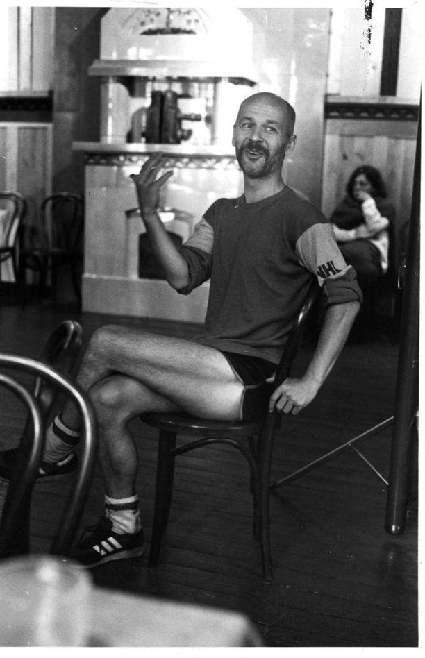 Jouko Turkka toimi Teatterikorkeakoulun näyttelijäntyön professorina vuosina 1981-1988, josta rehtorina 1982-1985. Lisäksi hän toimi ohjaajantyön professorina 1985-1988. Kuvassa Turkka opinahjossaan vuonna 1984.