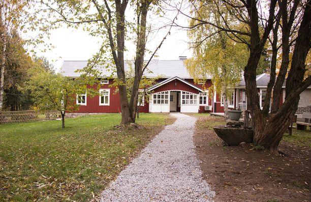Viehättävä punainen talo on rakennettu vuonna 1890.