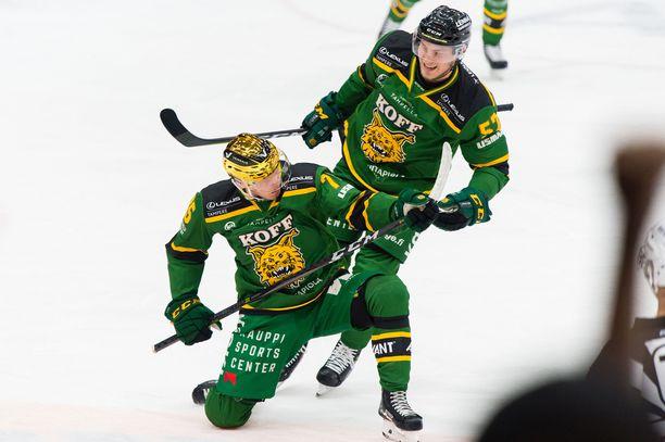 Teemu Lepaus, Ilveksen kultakypärä, on syksyn yllätysnimiä. Hän on SM-liigan pistepörssissä komeasti kolmantena (16, 6+12=18).