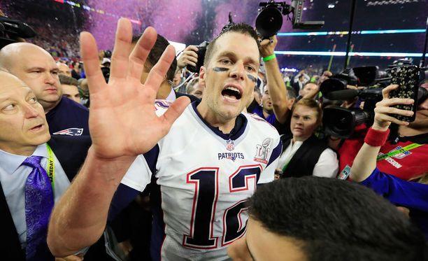 Tom Brady kuittasi palloskandaalinsa tylyllä Super Bowl -esityksellä.