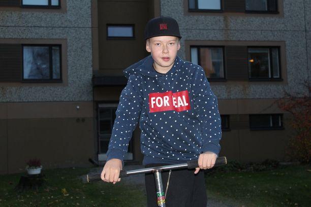14-vuotiasta Leevi Riitamaata kiusattiin koulussa noin kaksi vuotta. Nyt Leevin tavallinen kouluarki on palautunut, ja hän auttaa muita.
