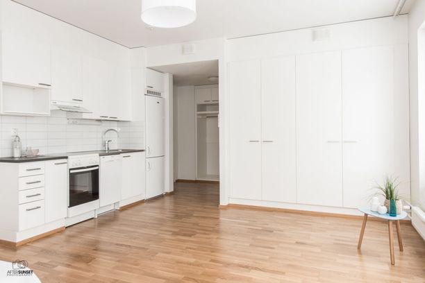 Rahola-Villilässä on tarjolla vuonna 2014 rakennetussa kerrostalossa vaalea 34,5 neliön yksiö.