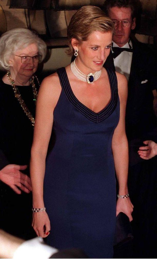 Erottuaan prinsessa viihtyi aiempaa modernimmassa ja seksikkäämmässä tyylissä.