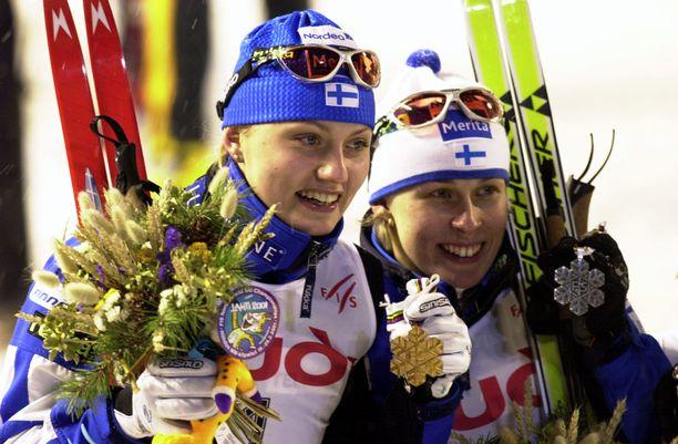 Pirjo Muranen (vas.) ja Kati Venäläinen ottivat Suomelle kaksoisvoiton Lahden MM-kisojen vapaan sprintissä vuonna 2001.