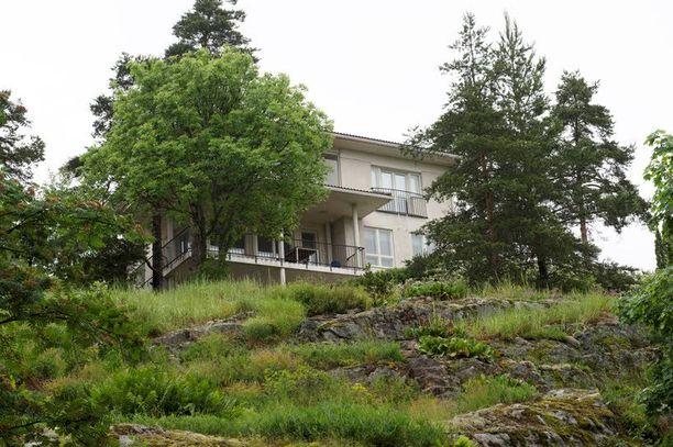 1,3 miljoonan euron luksustalo sijaitsee korkean kallion päällä.