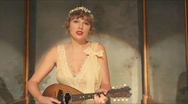 Taylor Swift esiintyy uudella musiikkivideollaan romanttisessa asussa.