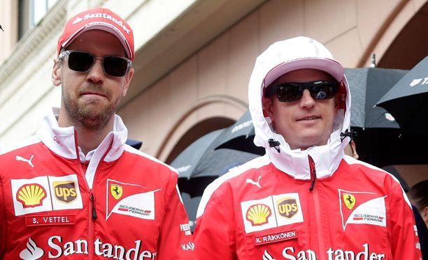 Sebastian Vettel ja Kimi Räikkönen osaavat tarvittaessa myös hauskuuttaa.