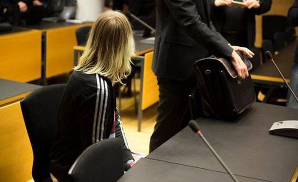21-vuotias helsinkiläinen nainen todettiin syyntakeettomaksi koulusurman valmisteluun.