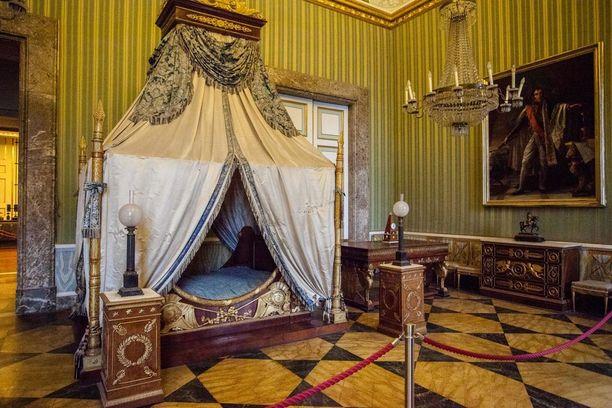 Kuninkaille kelpaava makuuhuone.