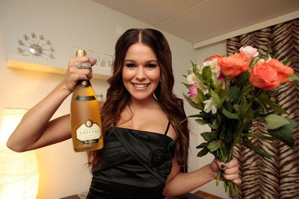 20-vuotias Sara riemuitsi syyskuussa 2011 Miss Suomi -titteliään.