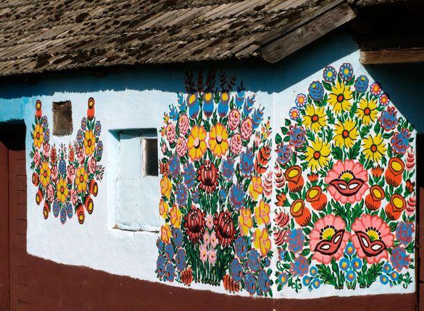 Arkinenkin mökki näyttää heti sievemmältä, kun sen seinät on koristeltu näin kauniisti.