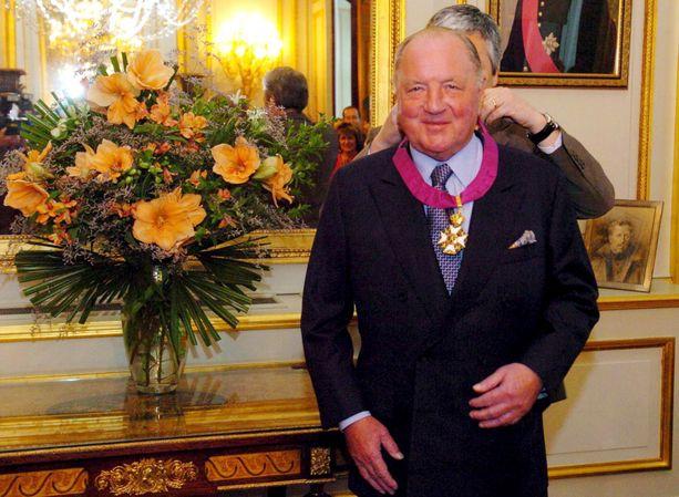 Vuonna 2002 Frere sai Belgian kuninkaalta paronin arvonimen.