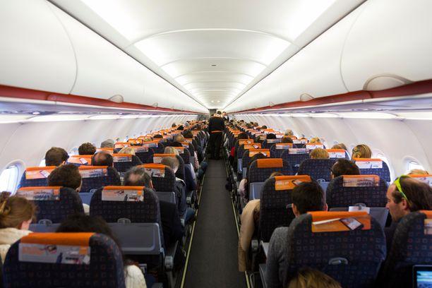 Englannin urheiluinstituutin mukaan istumapaikan valinta voi vaikuttaa sairastumisriskiin lennolla.