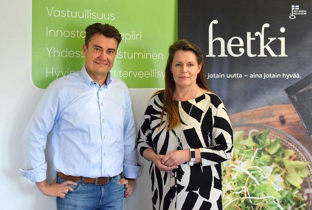 Fresh Servantin toimitusjohtaja Sami Haapasalmi ja markkinointipäällikkö Arja Sarre kuuntelevat kuluttajien toiveita ja reagoivat niihin tuomalla haluttuja tuotteita valikoimiin.