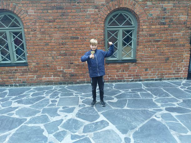 9-vuotias Reko Yliluoma on innokas leuanvetäjä.