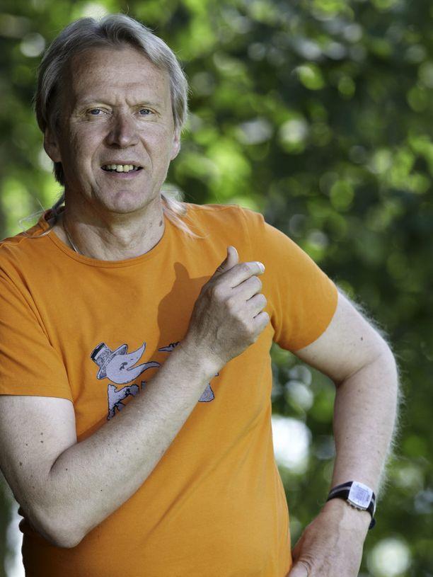 Tapani Kiminkinen on monelle tuttu hahmo muun muassa television suorapuheisena maalaislääkärinä.