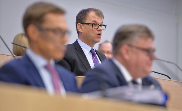 Pääministeri Juha Sipilä (kesk) puolusti hallituksensa linjaa tiistaina eduskunnassa.