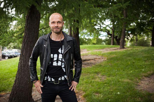 Juha Tapio kertoo seuraavansa aktiivisesti jalkapallon EM-kisoja.
