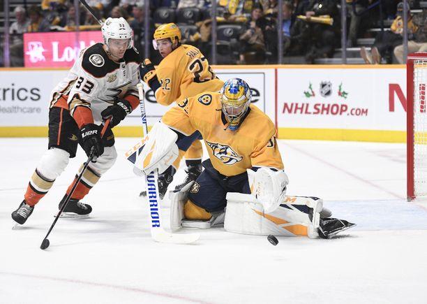 Pekka Rinne avitti Predatorsin voittoon Ducksista.