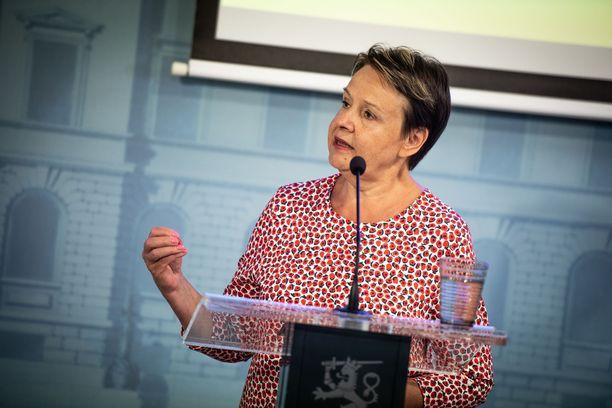 Kirsi Varhila kommentoi harkittuja rajoituksia Ylelle.