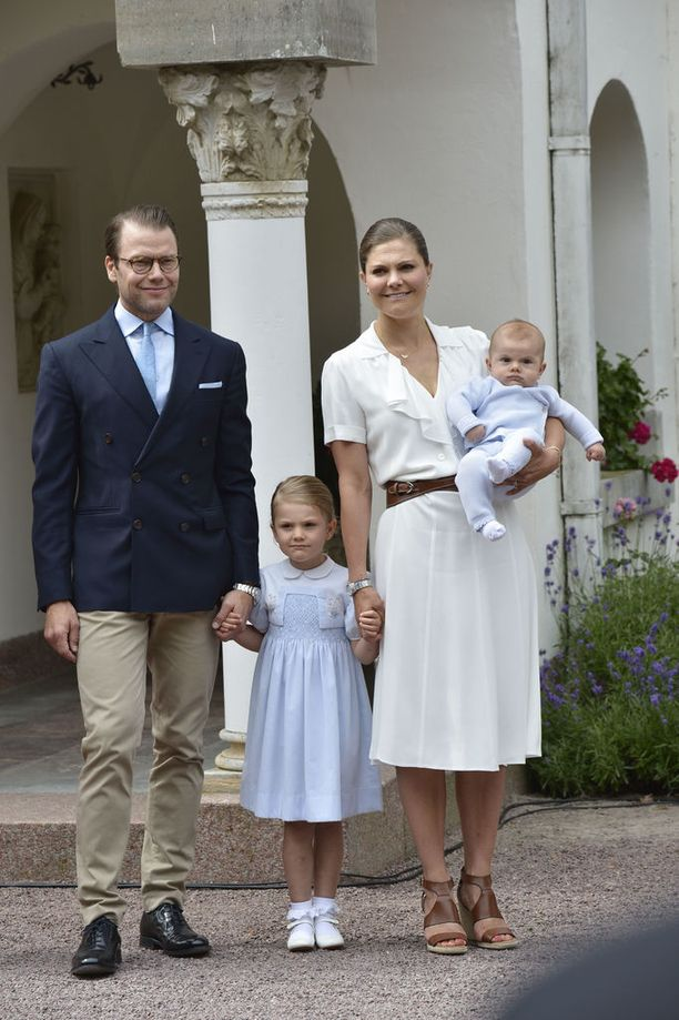 Victoria perheensä kera Sollidenissa syntymäpäivänään viime kesänä.