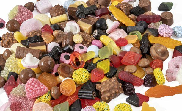 Suomalaisten mielestä irtokarkit valitaan itselleen, joten ne myös syödään itse.