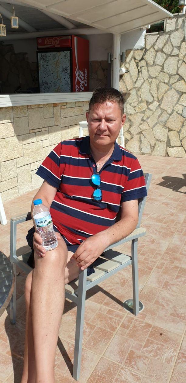 Pertti Salovaara on vielä jumissa Kreikassa. Hän toivoo pääsevänsä huomenna matkaamaan takaisin Suomeen.
