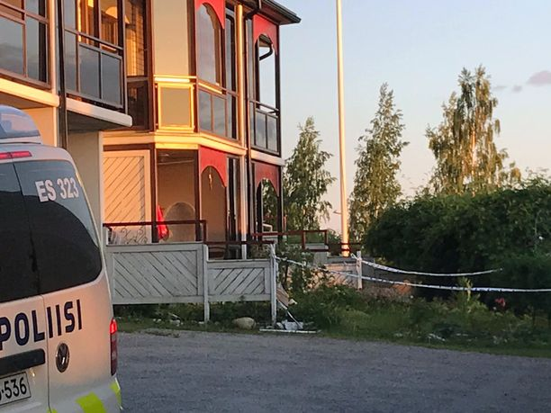 Asunnon ikkunat rikkonut voimakas räjähdys tapahtui Savonlinnan Pääskyniemessä, joka pidetään rauhallisena ja arvostettuna asuinalueena.