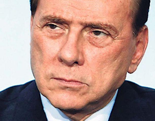 Pääministeri Silvio Berlusconi on haukkunut vaimonsa ja Suomen puukirkot, mutta kehunut suomalaisia naisia.