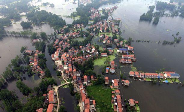 BBC:n mukaan Kiinassa on tulvien vuoksi evakuoitu satojatuhansia ihmisiä.