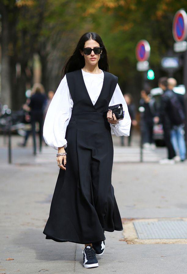 Isot hihat, mekko puseron päällä ja mukavat kengät.